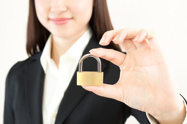 セキュリティ 女性 鍵